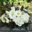 ご仏前に トルコキキョウ(白八重咲き)、ヤブデマリ、クロヒエなど 5月中旬