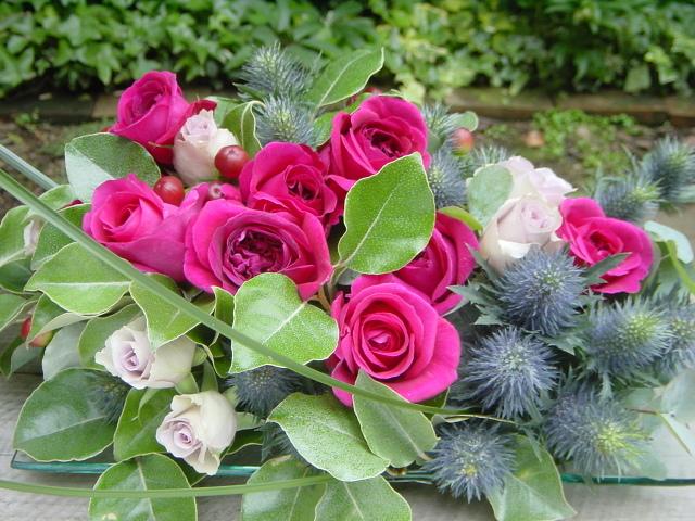 Barの1周年のお祝いに バラ(シェイクスピア、シオン)を使って 6月初旬