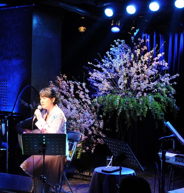日野美歌さん桜ライヴ 南青山「MANDALA」にて 4月初め