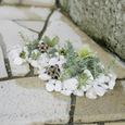 階段の両脇 玉砂利をしいて花を生ける