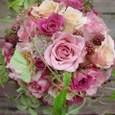 スモークピンクのバラとブラックベリーのブーケ 7月