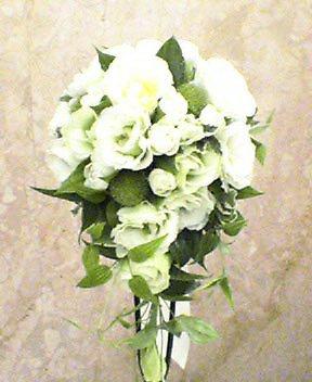 トルコキキョウ(白、八重咲き)、ガーベラ(ココロコ)、リキュウソウ 10月