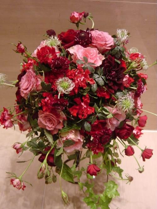 濃いピンク~渋い赤バラのブーケ 6月