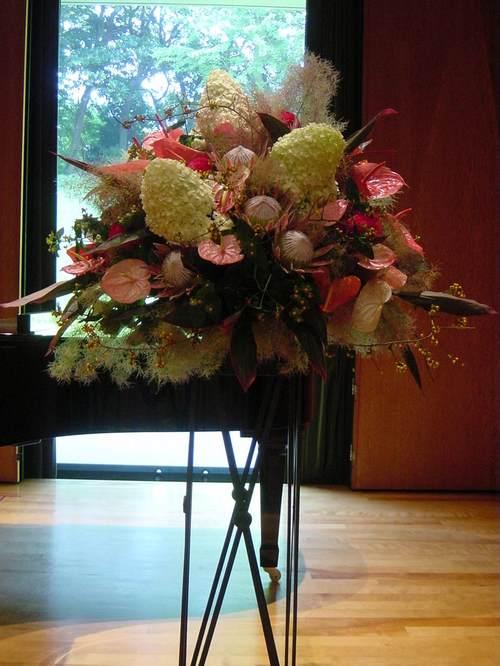 ピアノの発表会のステージ装花 8月初旬