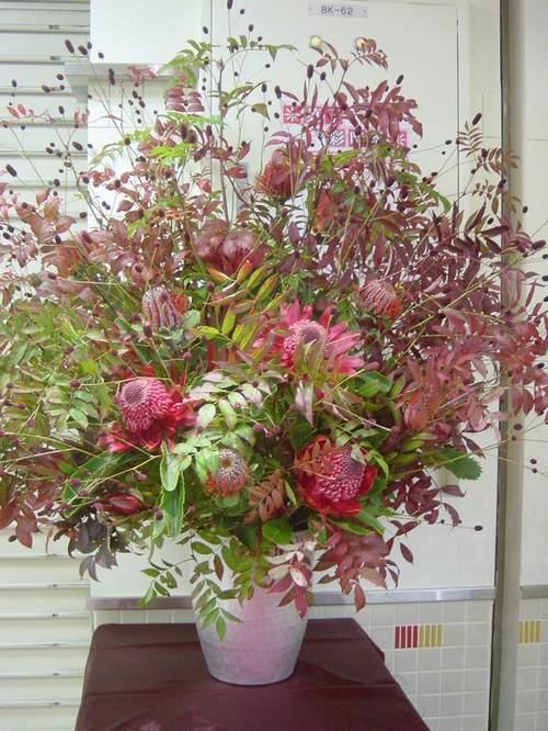 紅葉のナナカマドとワイルドフラワーの生け込み 9月下旬