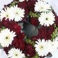 生花のリース、白のガーベラと赤いカーネーション 9月下旬