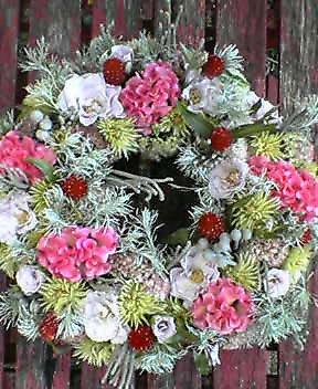 生花のリース(落ち着いた色のピンクで) 9月初め